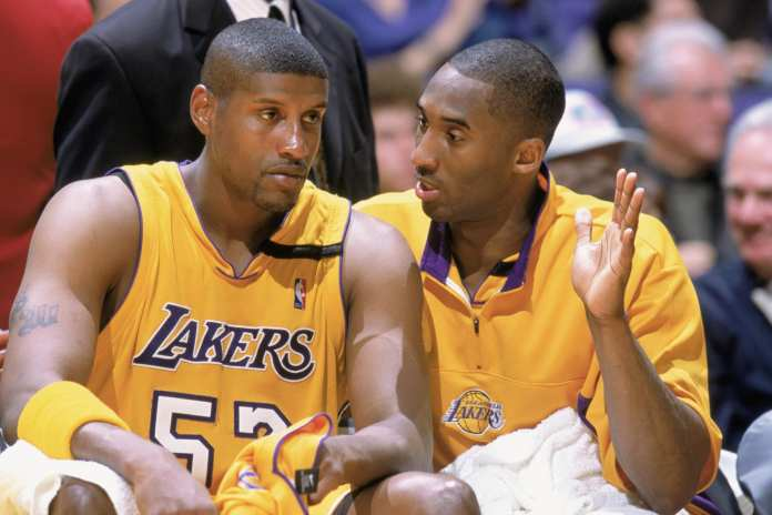 Kobe Bryant with Lakers teammates, Samaki Walker
