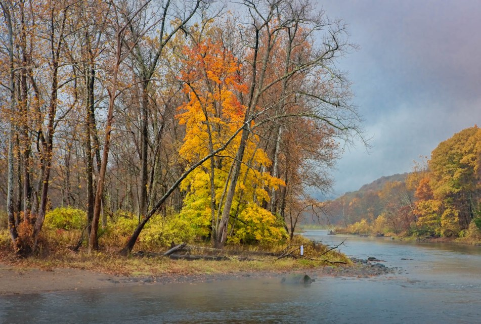 fall color along the housatonic near kent, ct