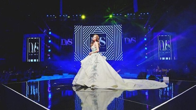 Girl Celebrated Her 18th Birthday at the Mall of Asia (MOA ...