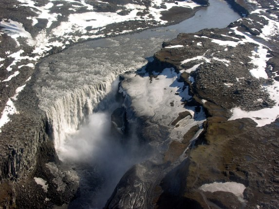 Aerial_View_of_Dettifoss_21.05.2008_15-52-17