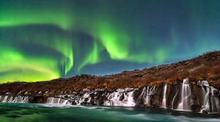 aurora_borealis_over_hraunfossar_iceland
