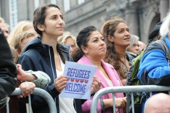 refugees-welcome-2337656_1920