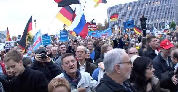 """""""Das Volk selbst muss aufstehen"""" – Wird die AfD zur Großdemo in Berlin aufrufen?"""
