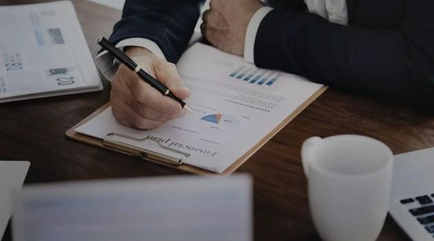 how to use fundamental analysis to pick stocks to buy