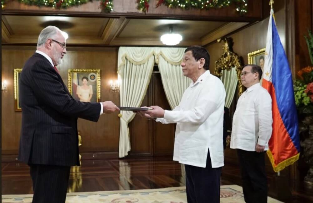 Ambassador Steve Robinson presented his credentials to President Rodrigo Duterte. PHOTO: Ambassador Robinson's Twitter account.