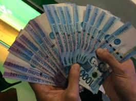 The generous pinoy | one thousand peso bills