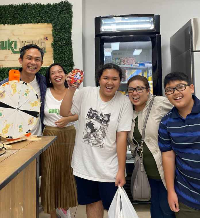 Suki Kart with Lim Family winning a product through the roleta game during the store launch