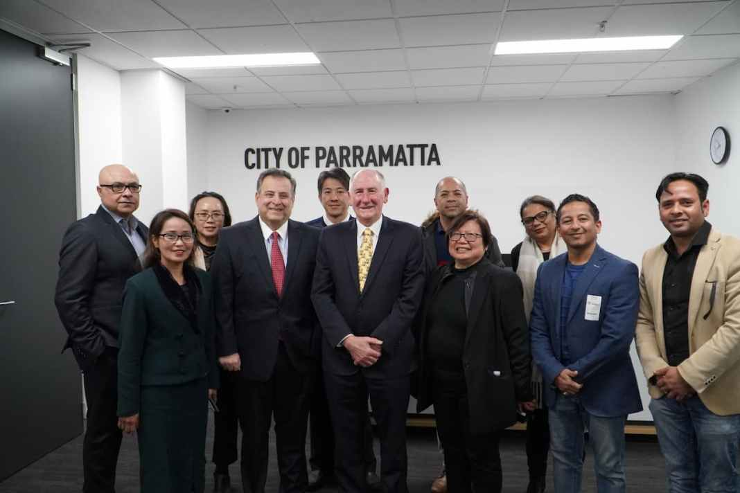 Parramatta mayor and other officials meet with Filipino-Australian media.