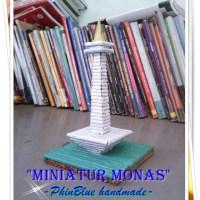 Miniatur MONAS dari Kertas Koran