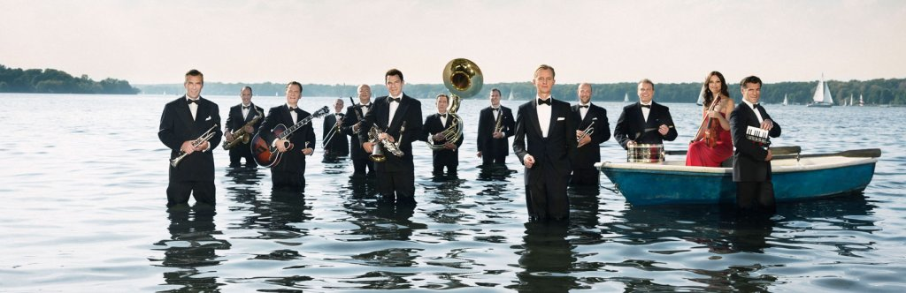 Max-Raabe-and-Palast-Orchester landing in N. America, 2018, 2