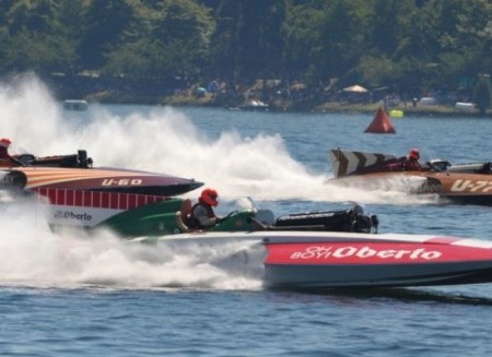 Hydroplanes across Lake Washington.