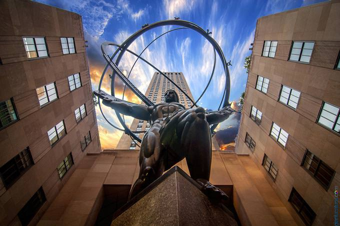 Atlas Statue by Gianluca Tursi