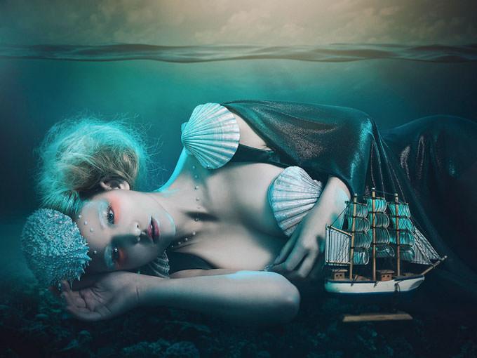 deep blue sea by Rebeca Saray