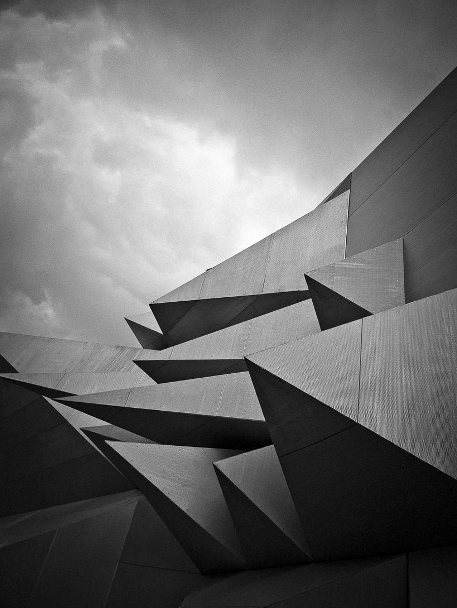 Pavillon 21 Black and White by Dominik