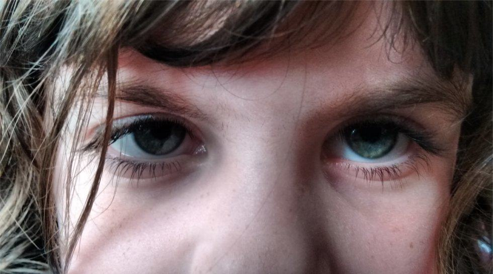 picture of young girl eyes