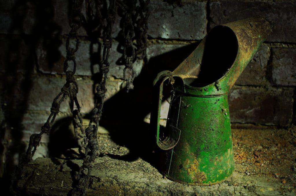 farmhouse oil can