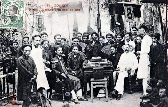 Verkiezing van een 'chef de rue' in Hanoi Tonkin 1910 (foto: Public domain)