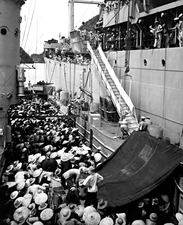 Passage to Freedom, evacuatie van anti-communistische Vietnamezen uit Noord-Vietnam naar Zuid-Vietnam augustus 1954 (foto: US Army/Public domain)