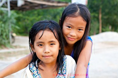 Twee meisjes uit een dorp (foto: Pho Vietnam © Kim Le Cao)
