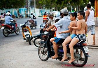 Naar huis na een dagje strand in Nha Trang (foto: Pho Vietnam © Kim Le Cao)