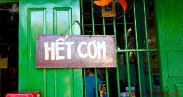 Een bord met in het Vietnamees 'rijst is op' (foto: Pho Vietnam © Kim Le Cao)