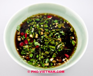 Tamarindedipsaus met koriander (foto: Pho Vietnam © Kim Le Cao)