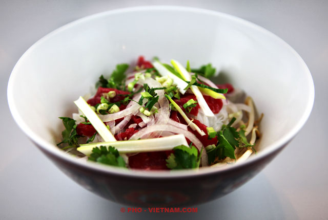 Make up a bowl of Pho (photo: Kim Le Cao © Pho Vietnam)