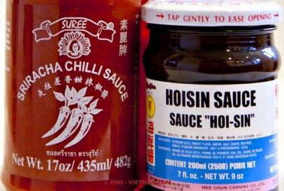 Sriracha- en hoisinsaus (foto: Pho Vietnam © Kim Le Cao)