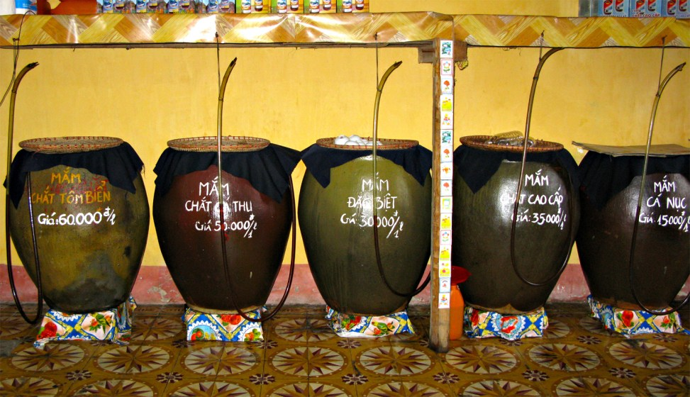 Vissausvaten op de Cat Ba markt (foto: Binh Giang/Public domain)