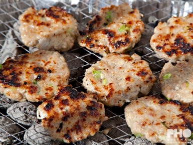 Bun cha op de barbecue (foto: Kim Le Cao © Pho Vietnam)