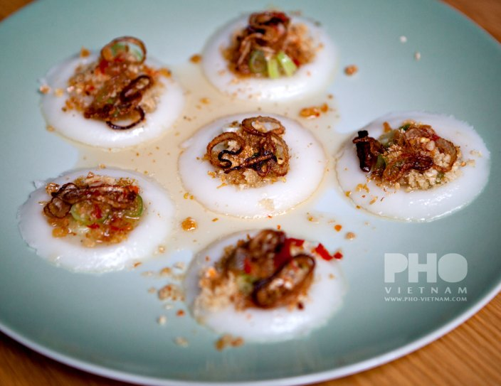 Gestoomde rijstmeelkoekjes Banh beo (foto: Kim Le Cao © Pho Vietnam)