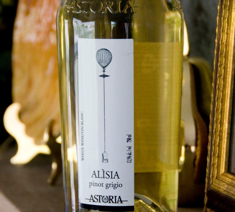 "Astoria's ""Alisia"": A Crisp Shellfish Partner"