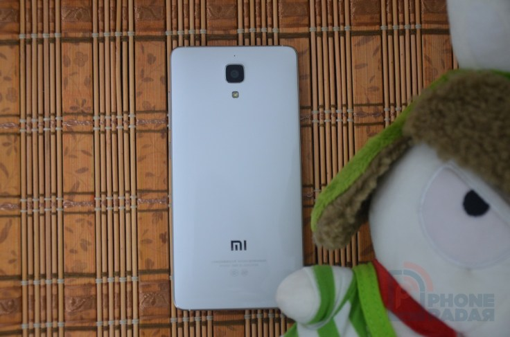 Xiaomi Mi4 Hands-on Back