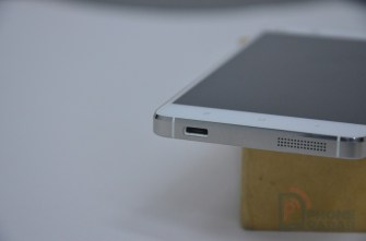 Xiaomi Mi4 Hands-on MicroUSB Port