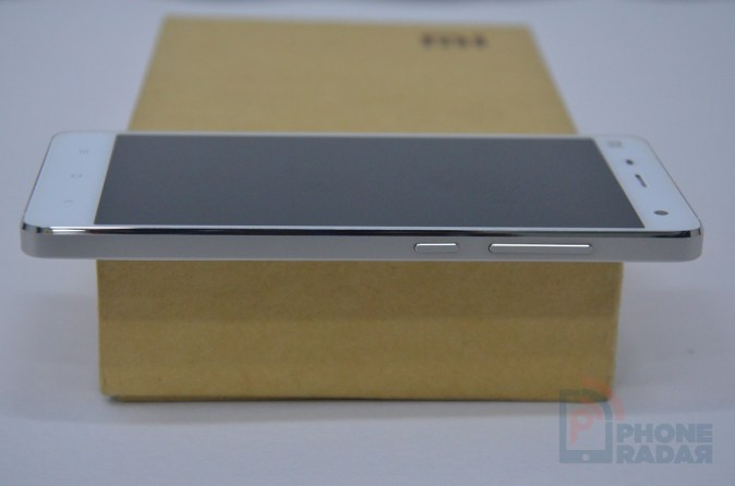 Xiaomi Mi4 Hands-on Right