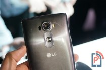 LG G Flex 2 Hands-on Camera Buttons