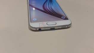 Samsung Galaxy S6 Bottom