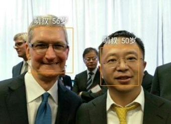 Tim Cook uses Qiku Phone (2)
