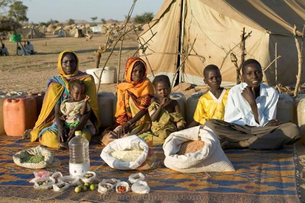 Peter Menzel Sudan Family Food