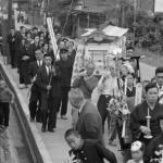 1964年 南 良和『ある山村・農村』《葬列》