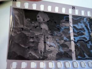 ビネガーシンドロームにより皺のよったフィルム