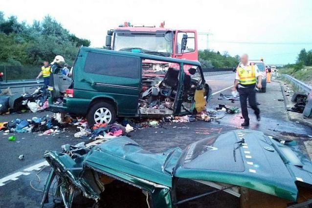 Diez muertos en colisión de minibús-camión en Rumania