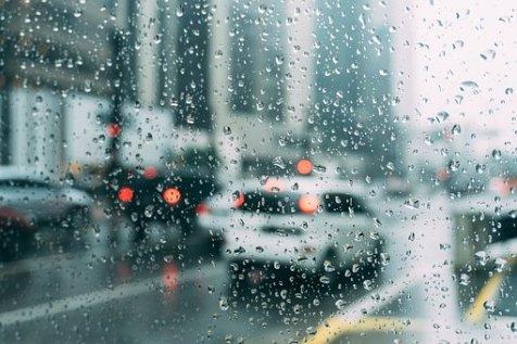 photographier la pluie derrière une fenêtre