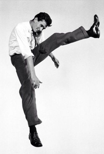 anthony perkins et halsman jumpology