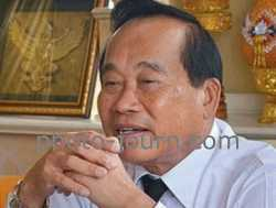 Pitak Siam leader retired General Boonlert Kaewprasit preaches replacing the elected Thai government with a military junta