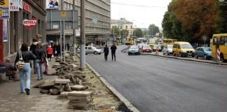 Фотографія ремонтних робіт у Львові на проспекті В'ячеслава Чорновола в вересні 2010 року