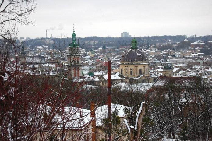 Засніжений Львів на фото