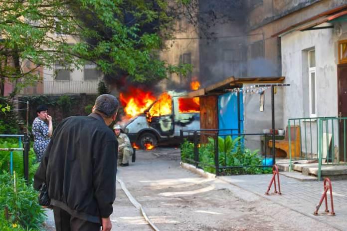 У дворі на вулиці Дорошенка, 29 згоріла стара газелька.