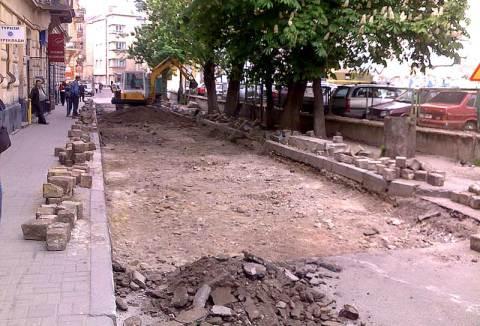 Ремонтні роботи на вулиці Вороного у Львові, заблокували проїзд по ній з вулиці Ковжуна на невизначений термін.