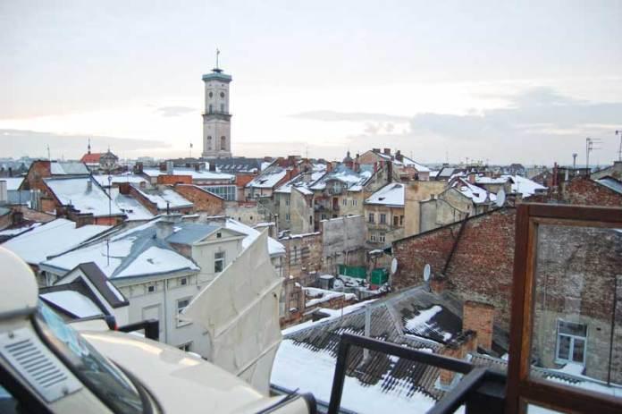 Зимовий Львів з даху будинку на вулиці Староєврейській